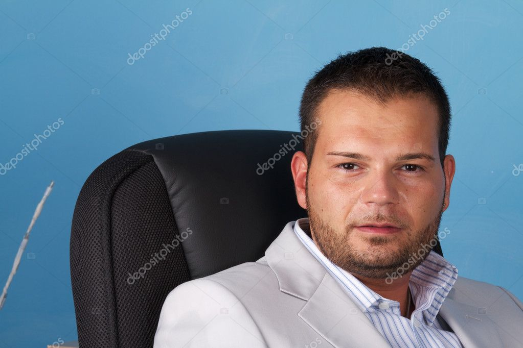 Business man talking on mobile — Stock Photo #6993321