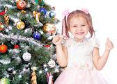 Piękna dziewczyna z choinki — Zdjęcie stockowe