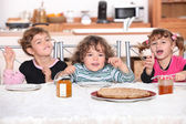 Kids having pancakes for breakfast — Foto Stock
