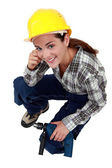 A female construction worker with a drill. — Fotografia Stock