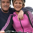 Foto Stock: Mature cyclist couple
