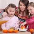 Family squeezing fresh orange juice — Stock Photo