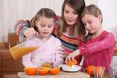 Family squeezing fresh orange juice — Stock Photo