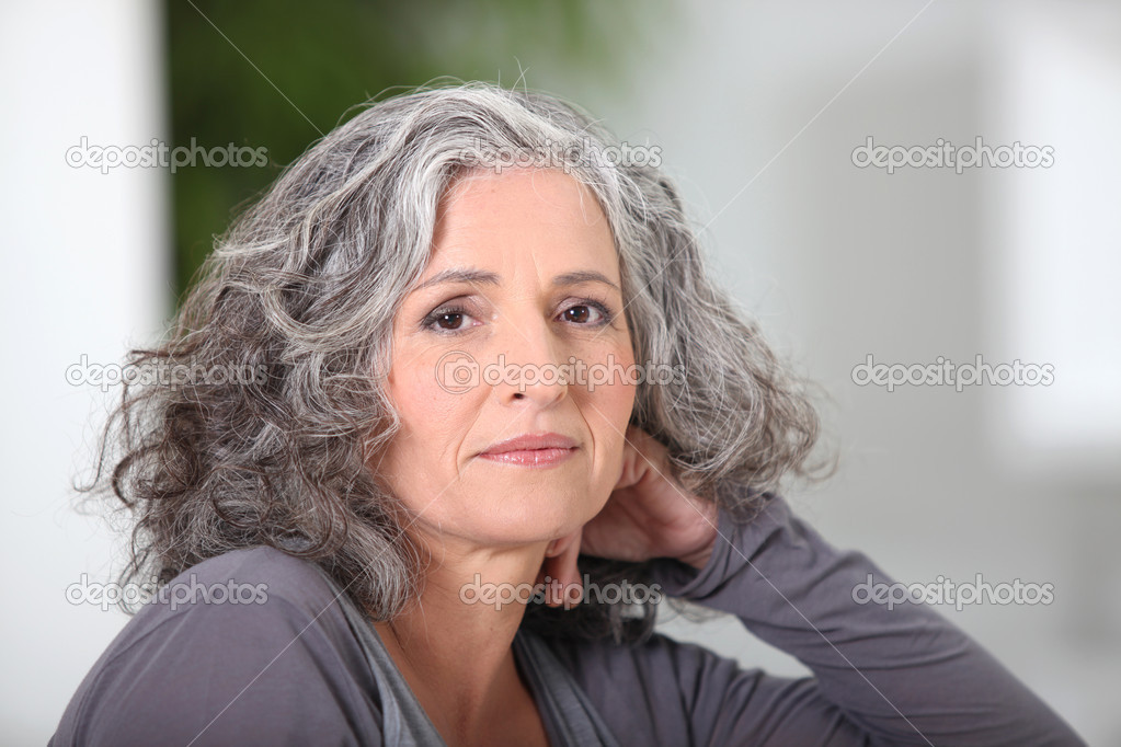 Portrait of an older woman — Stock Photo #7361867
