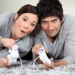 Couple playing video games — Foto Stock