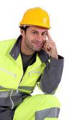 Homme en salopette fluorescente — Photo
