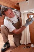 Loodgieter kraan pijpleidingen repareren — Stockfoto