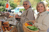 Women at the market together — Stock Photo