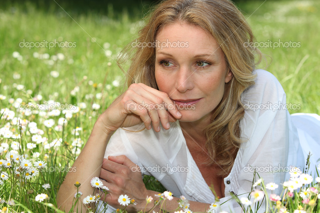 Portrait of a woman on the grass — Stock Photo #7374210