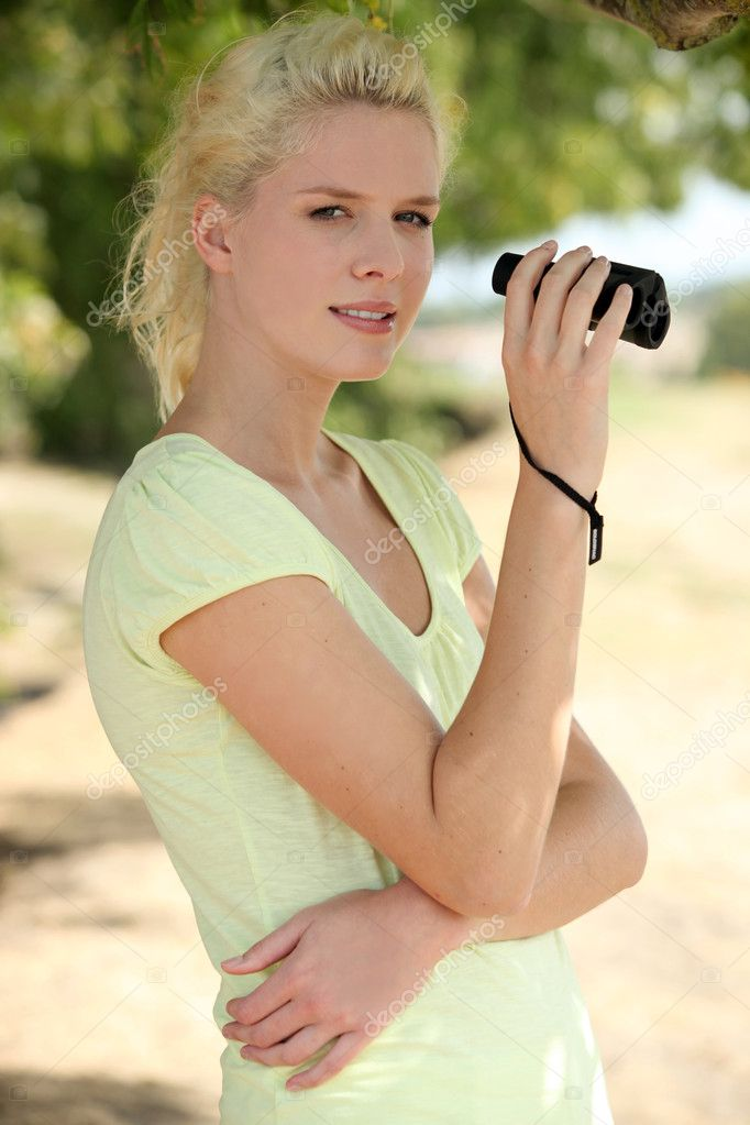 A beautiful woman with binoculars. — Stock Photo #7376044