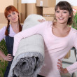 Girls moving in together — Stock Photo