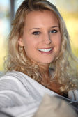 Portrait of an attractive blonde woman — Stockfoto