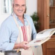 Man cooking meal — Stock Photo