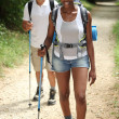 Couple hiking — Stockfoto