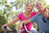 Portrait of mature couple on bicycle — Fotografia Stock