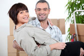 Man carrying his wife over the threshold — Stock Photo