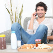 Foto Stock: Man eating breakfast at home
