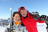 Couple on the ski slopes — Stock Photo