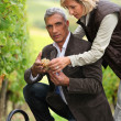 Couple picking grapes together — Stockfoto #7610569