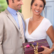A beautiful woman received a gift from a well dressed man — Stockfoto