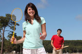 A couple playing badminton — Stock Photo