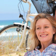 Couple cycle to the sea — Stock Photo #7660556
