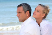 Couple embracing on the beach — Stock Photo