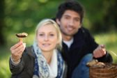 Couple picking mushrooms in the forest — Stock Photo