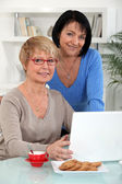 Two middle-aged women with laptop — Stock Photo