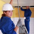 Female plumber apprentice and tutor at work — Stock Photo