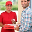 Foto Stock: Pizzdelivery receiving payment