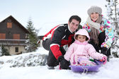 Family on winter holiday — Stockfoto