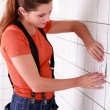Young female electrician installing switch - Stockfoto