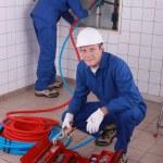 家の中で労働者 — ストック写真