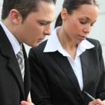 kolegové obchodní psaní v osobní organizér — Stock fotografie #7703295