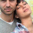 Woman leaning against her boyfriend's shoulder — Stockfoto