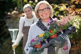 Mãe e filha de jardinagem — Foto Stock