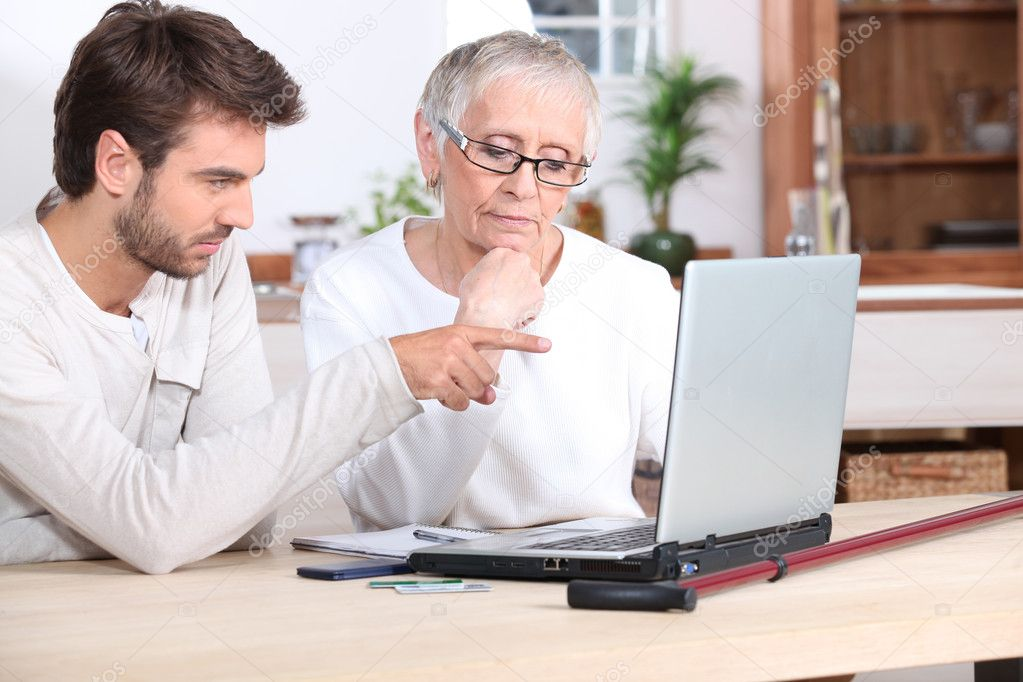 Son helping Mother on laptop — Stock Photo #7708448