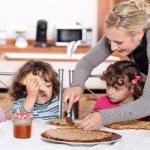 Mother preparing breakfast for kids — Stock Photo