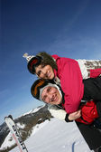 Young couple skiing — Stock Photo