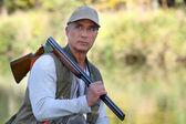 Cazador con una escopeta — Foto de Stock