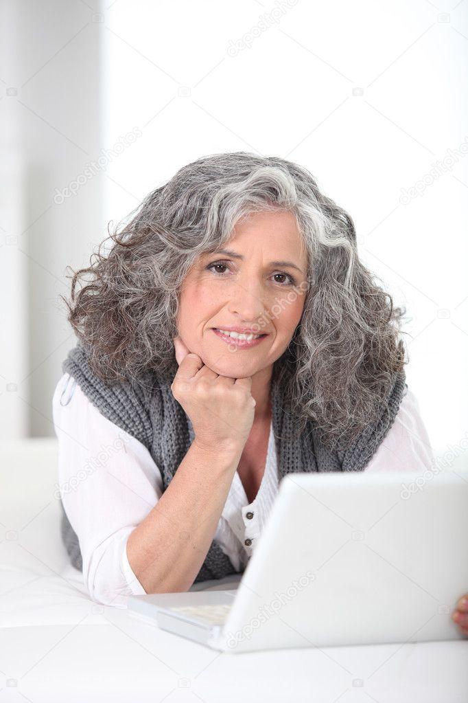 depositphotos 7713945 Older woman using a laptop computer