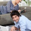 Foto Stock: Couple relaxing at home on Sunday