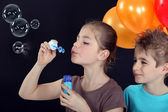 Children blowing bubbles — Stock Photo