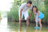Father and daughter with a fishing net — Stock Photo
