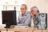 Elderly couple learning computer skills — Стоковое фото