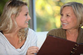 Young woman and older woman at restaurant — Stock Photo