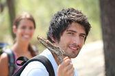 年轻夫妇徒步旅行 — 图库照片