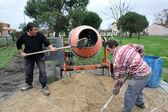 Arbetare med en cement fixare — Stockfoto