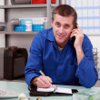 Labour on the telephone with customer — Stock Photo